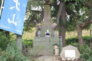 山本勘助の墓