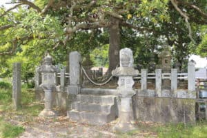 吉川経家の墓