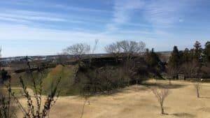 松尾山から望む横須賀城