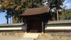 向嶽寺の中門