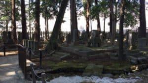 武田家臣の供養塔70基