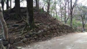 躑躅ヶ崎館跡の土塁