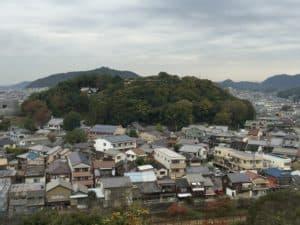 姫路城の西ノ丸から望む男山