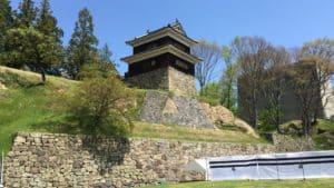 尼ヶ淵から見た上田城