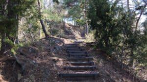砥石城への階段