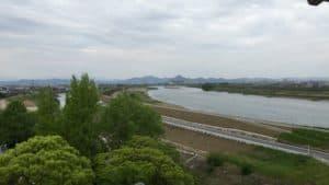 墨俣城から岐阜城を望む