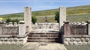 鳥居強右衛門の墓