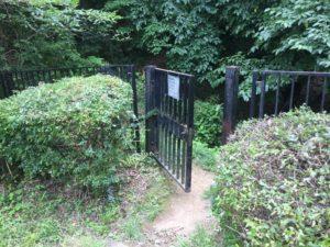 小田野城跡への入口