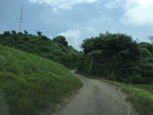 北熊井城の本丸下の道路