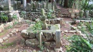 新野親矩(新野左馬助)の墓