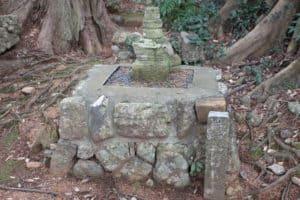 菅沼忠久と菅沼忠道の墓(供養塔)