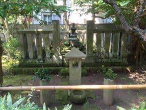 明月院の北条時頼の墓