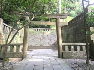 廟門から御神廟までの参道