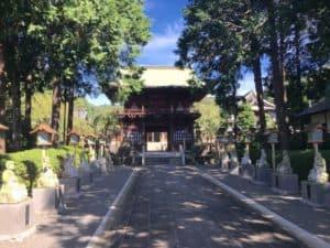 永林寺の山門への参道