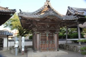 一伯公廟(松平忠直の墓)