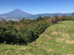 足柄峠の堀切と富士山