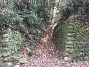 高月城の登城口