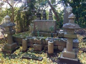間宮康俊の墓と松田康長の墓