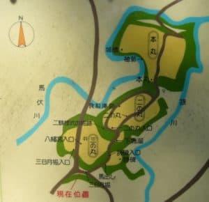 深沢城の縄張図