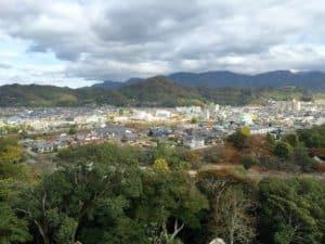 彦根城から佐和山城を望む