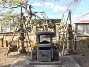 直江兼続・お船の方の墓