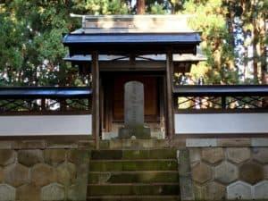 上杉謙信霊廟