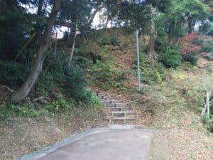 韮崎城の登城口
