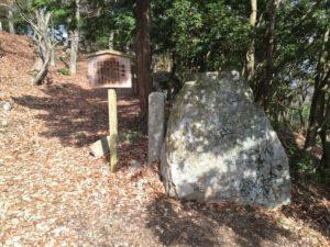 小谷城の首据石