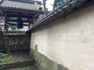 彦根・龍潭寺にある中門の壁