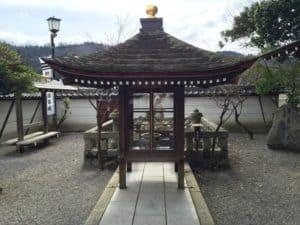 石田一族供養塔