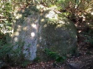 観音寺城の巨石