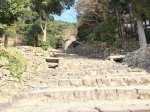 安土城跡の大手門口からの階段