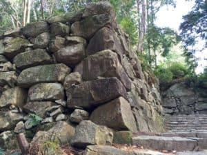 安土城・黒金門跡の石垣