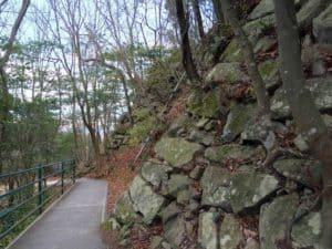 八幡山城址の石垣