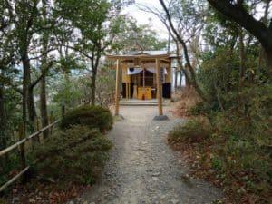 八幡山城本丸の稲荷堂