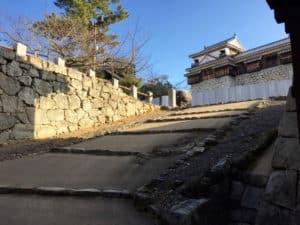 松山城の乾門から入ったところ