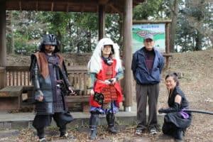 葛山城保存会の皆様と甲冑武者
