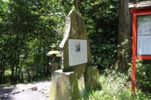 曽我神社脇の供養碑
