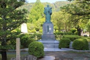 吉川広嘉の銅像