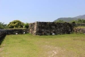 亀居城の天守台