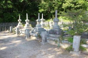 小早川家の墓所