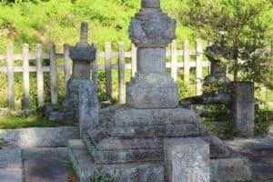 小早川遠平の墓(土肥遠平の墓)