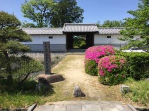 石和陣屋の門