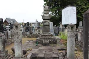 井伊直好の母・隆崇院の墓