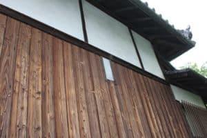 妙教寺の本堂の大砲貫通跡