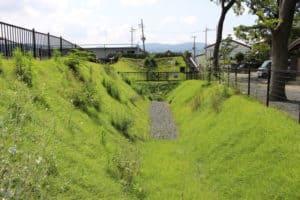 勝竜寺城の土塁跡