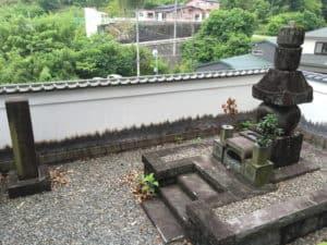 松平信康の供養塔