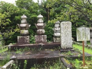 鍋島光茂の墓
