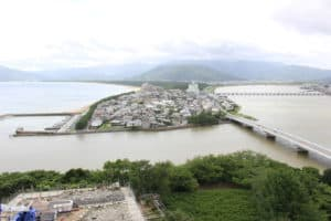 虹の松原と松浦川