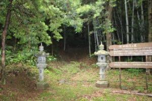 松浦鎮信の墓への入口